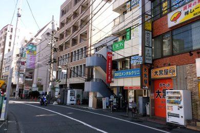 途中、右側に三菱東京UFJが見えます。さらに進みます。